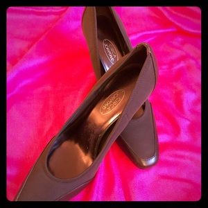 Circa Joan & David Brown Pumps size 9